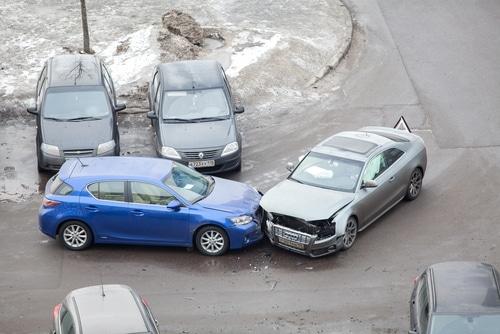 Verkehrsunfall auf Parkplatz - Überschreitung der Schrittgeschwindigkeit