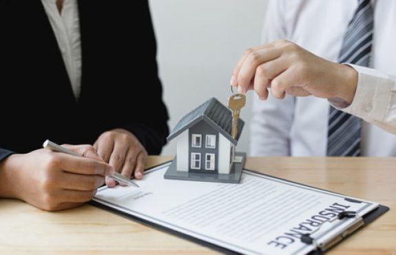 Immobilienkaufvertrag - Wirksamkeit vereinbarte Vertragsabschlussklausel