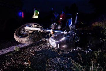 Motorradunfall – Fahren auf der falschen Fahrbahnseite mit eingeschaltetem Fernlicht