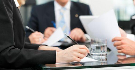 Anwaltliche Erstberatung - Hinweispflicht des Anwalts auf Rechtsanwaltsgebühren?