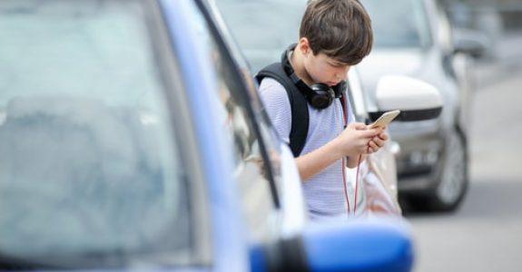 Verkehrsunfall mit Beteiligung von Kindern - unaufmerksam überquerende Kinder
