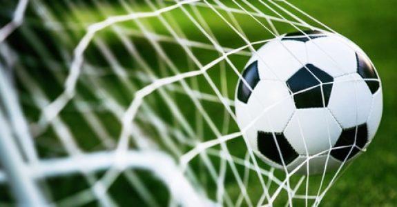 Verkehrssicherungspflichtverletzung - Ablegen eines Fußballtors außerhalb des Spielfeldes