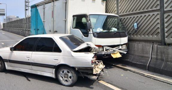 Verkehrsunfall - Betriebsgefahr zwischen LKW und PKW