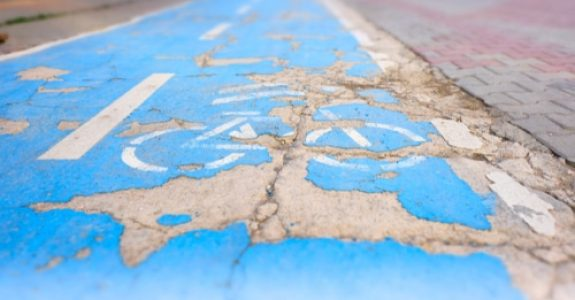 Verkehrssicherungspflicht des Straßenbaulastträgers - Schlagloch auf Radweg