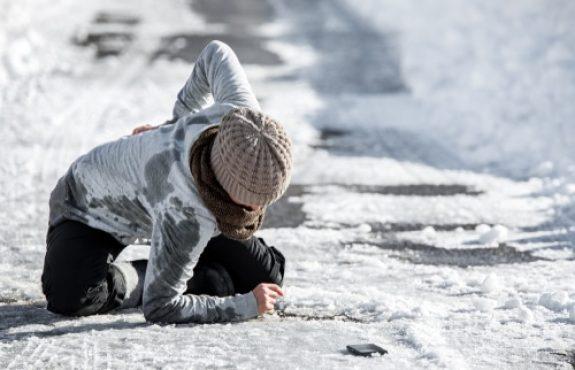 Schadensersatz wegen eines Glatteisunfalls infolge der Verletzung der Räum- und Streupflicht