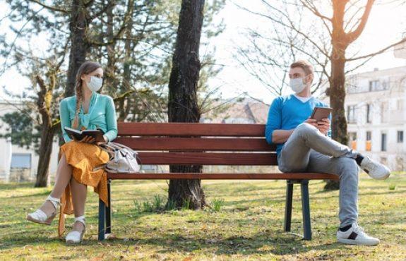 Corona-Pandemie - Abstandsgebot und Pflicht zum Tragen einer Mund-Nasen-Bedeckung