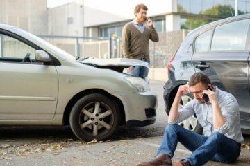 Kollision des rückwärts aus Grundstückseinfahrt Herausfahrenden mit einem Vorfahrtberechtigten