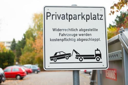 Abschleppen eines unberechtigt auf einem Privatparkplatz abgestellten Fahrzeugs