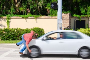 Verkehrsunfall – Kollision eines Autofahrers mit einem die Fahrbahn überquerenden Fußgänger