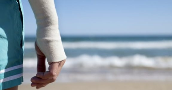 Reisevertrag - Vertragliche und deliktische Haftung des Reiseveranstalters im Falle eines Unfalls