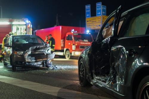 Verkehrsunfall - Mithaftung des Vorfahrtberechtigten bei halber Vorfahrt