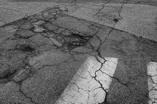 Verkehrssicherungspflicht - Belassen eines Fußgängerüberwegs in desolatem Zustand über Jahre