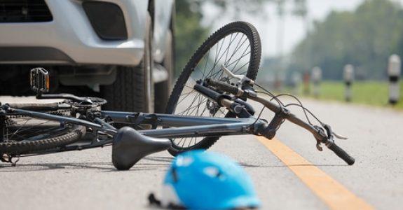 Verkehrsunfall - Kollision mit Radfahrer auf einem Fußgängerüberweg