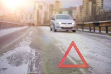 Haftungsverteilung Verkehrsunfall – Kollision zwischen Rechtsabbieger und rechts passierendem Pkw
