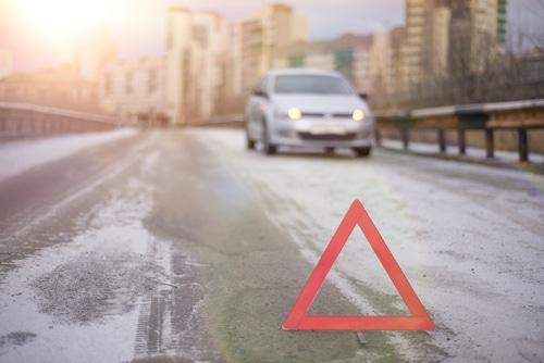 Haftungsverteilung Verkehrsunfall - Kollision zwischen Rechtsabbieger und rechts passierendem Pkw