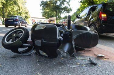 Verkehrssicherungspflicht - Unfall eines Motorrollerfahrers bei Fahrt durch ein Schlagloch