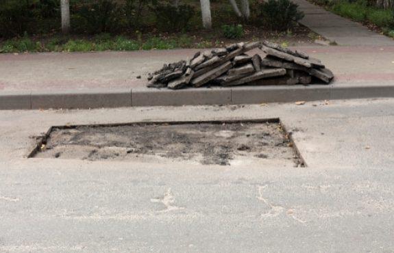 Verkehrssicherungspflicht - langgezogene Bodenwelle parallel zum Gehweg