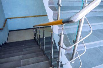 Verkehrssicherungspflicht – Schadenersatz- und Schmerzensgeldanspruch wegen Treppensturz