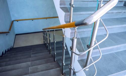 Verkehrssicherungspflicht - Schadenersatz- und Schmerzensgeldanspruch wegen Treppensturz