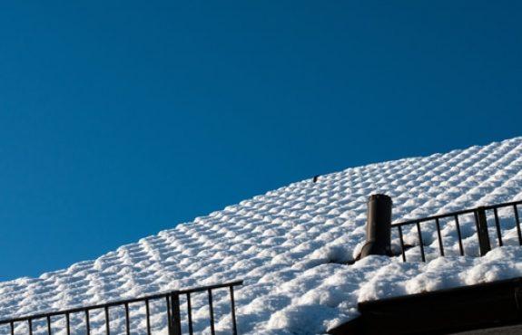 Verpflichtung eines Hauseigentümers zur Dachkontrolle bei Schneefall