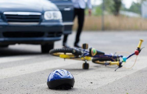 Fahrradunfall beim Überholen von Kindern