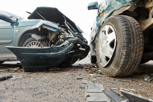 Verkehrsunfall - Haftungsverteilung bei Unfall zwischen Linksabbieger und einem Überholer