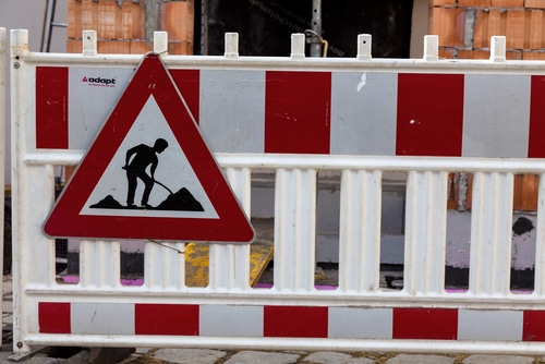 Verkehrssicherung - Niveauunterschied von 2 cm auf Fußgängerweg im Rahmen einer Baustelle