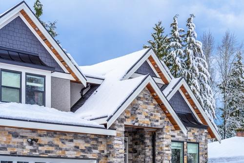 Verkehrssicherungspflicht - Pflicht eines Hauseigentümers zum Schutz Dritter gegen Dachlawinen