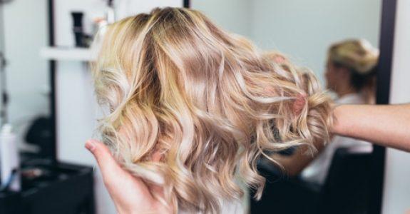 Schmerzensgeld bei Hautverätzungen und Haarverlust nach Friseurbehandlung