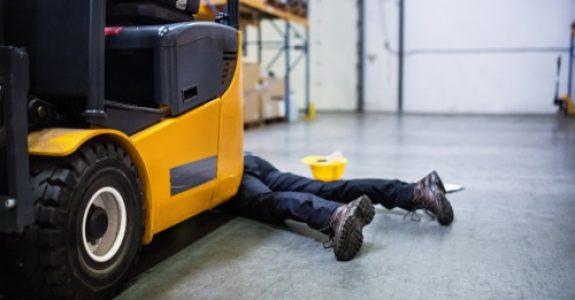 Baustellenunfall mit Personenschaden -Überrollen eines Arbeiters durch Teleskopstapler