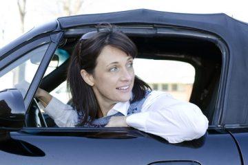 Verkehrsunfall – Kollision beim Rückwärtsfahren auf einem Parkplatz