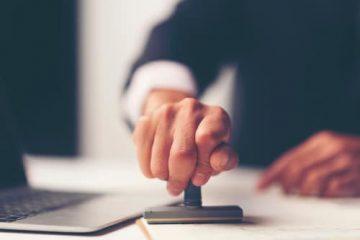 Vergütungsanspruch Anzeigenvertrag – Anscheinsvollmacht durch Firmenstempel