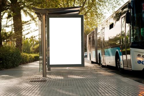 Haltverbot an Bushaltstellen - Fahrbahn der Haltestelle sowie angrenzender Seitenstreifen