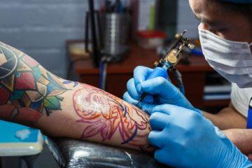 Vorläufige Außervollzugsetzung – Schließung von Tattoo-Studios durch Corona-Verordnung