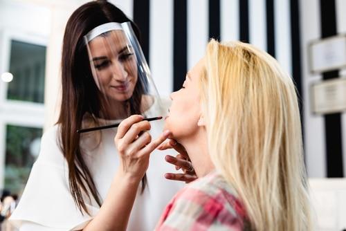Außervollzugsetzung des coronabedingten Verbots - Betrieb von Kosmetikstudios/Massage-Praxen