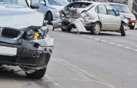 Abbiegeunfall - Kollision Straßenkreuzung - Haftungsverteilung