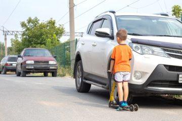 Beschädigung eines parkenden Kraftfahrzeugs durch ein 9-jähriges Kind mit einem Tretroller