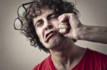 Körperverletzung - Schmerzensgeldbemessung bei Kieferwinkelfraktur durch Faustschlag
