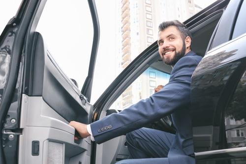 Verkehrsunfall - Sorgfaltsanforderungen an Öffnung der Fahrertür eines Pkw im ruhenden Verkehr