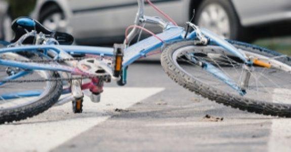 Fahrradfahrerhaftung bei Zusammenstoß mit Kind auf Fußgängerweg