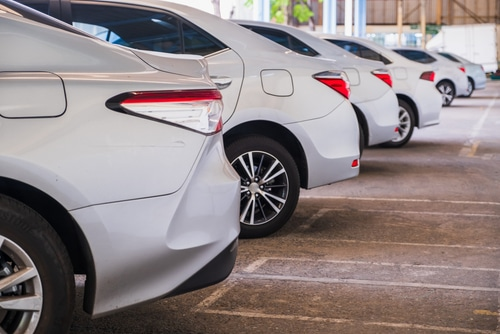Autovermietungshaftung - Hinweisunterlassung auf Ausstattung des Fahrzeugs mit Sommerreifen
