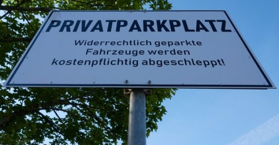 Unterlassungsanspruch gegen Falschparker auf Privatparkplatz