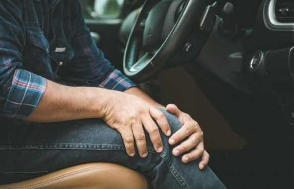 Verkehrsunfall - Schmerzensgeldes bei Knieverletzung mit Dauerfolgen