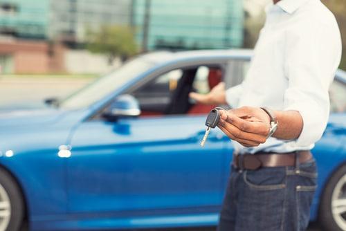 Fahrzeugkaufvertrag - Ansprüche gegen Verkäufer und Fahrzeughersteller aufgrund Mangelhaftigkeit