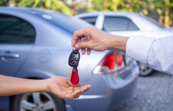Verkehrsunfall - Voraussetzungen für Erstattung von Mietwagenkosten