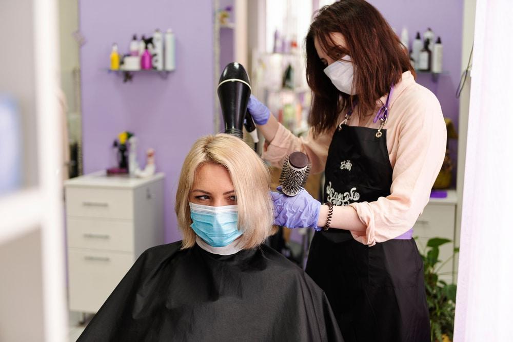 Corona-Pandemie – Friseure in Schleswig-Holstein bleiben noch geschlossen