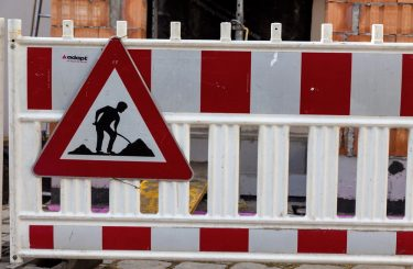 Verkehrssicherungspflicht mobiler Verkehrsschilder nach Beendigung Baustelle