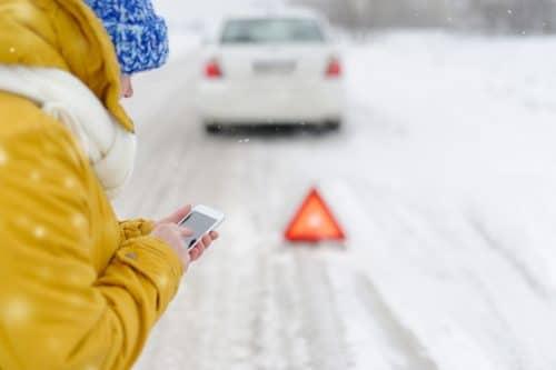 Verkehrsunfall - Kollision mit dem Gegenverkehr bei winterlichen Witterungsverhältnissen