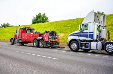 Abschleppkosten - Anspruch auf Herausgabe eines Sattelzugs - Zurückbehaltungsrecht