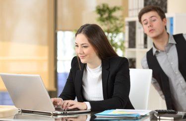 Heimliches Ausspähen von E-Mails eines Geschäftspartners – Schadensersatzpflicht